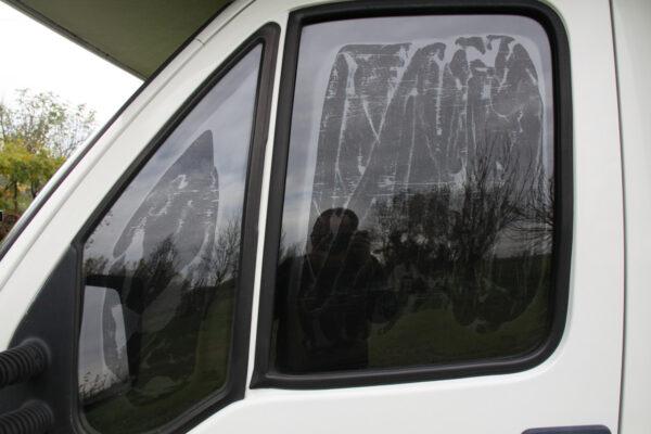 telo-oscurante-autoaderente-vetri-camper-van-furgoni-auto-2